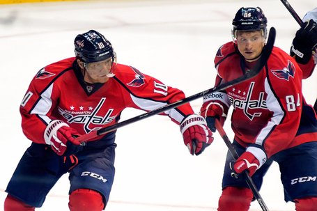Erat_and_grabovski_near_crease_medium