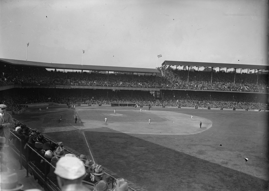 Griffith_stadium_during_1925_world_series_medium
