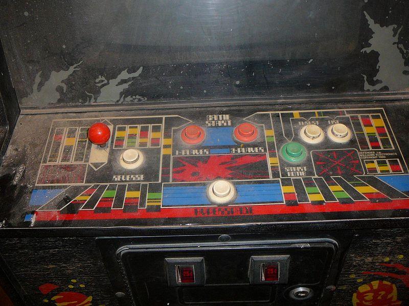 800px-defender_control_panel_arcade