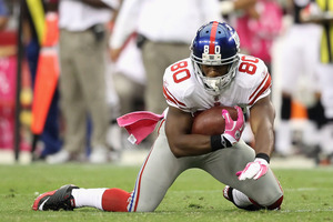 GLENDALE, AZ - OCTOBER 02:  Wide receiver Victor Cruz #80 of the New York Giants falls to the ground untouched after a reception against the Arizona Cardinals during the fourth quarter of the NFL game at the University of Phoenix Stadium on October 2, 2011 in Glendale, Arizona. The Giants defeated the Cardinals 31-27.   (Photo by Christian Petersen/Getty Images)