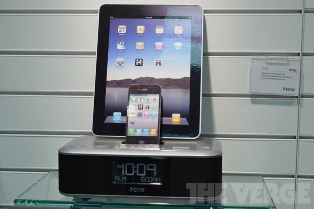 Gallery Photo: iHome iD99 dual-docking iPhone and iPad clock radio (hands-on photos)