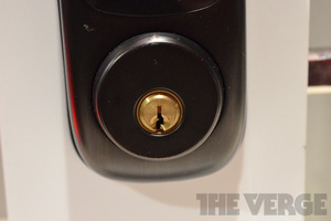 Gallery Photo: Yale Real Living NFC-enabled door lock (hands-on photos)