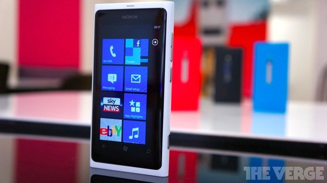 White Lumia 800