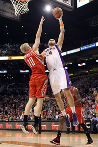 Gortat lays it in against the smaller Budinger. (Photo by Christian Petersen/Getty Images)