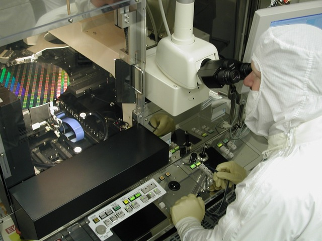 Intel chip wafer manufacturing 1020