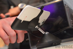 Gallery Photo: HTC car dock and media dock