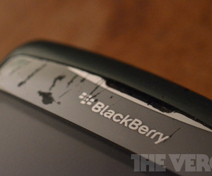 BlackBerry logo busted old (1020)