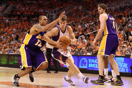 Goran Dragic slicing and dishing his way through the Lakers &quot;defense&quot;