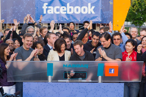 Facebook-zuck-nasdaq-bell_large_medium