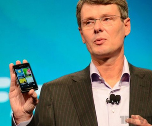 BlackBerry 10 Cascades on phone