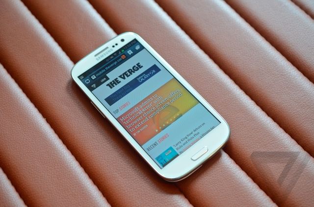 Gallery Photo: Samsung Galaxy S III for Verizon hands-on pictures