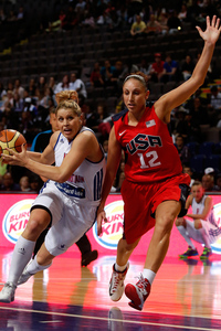 Jo Leedham goes up against Diana Taurasi in Olympic preparations. (Photo by Paul Thomas/Getty Images)