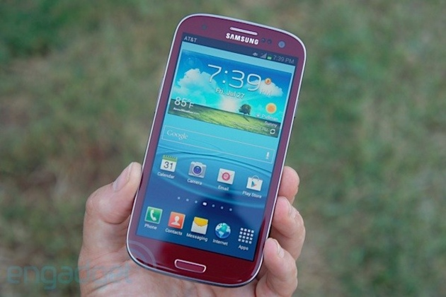photo image First impressions of AT&T's Garnet Red Galaxy S III appear at launch