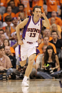 PHOENIX - MAY 29:  Steve Nash #13 of the Phoenix Suns  (Photo by Ronald Martinez/Getty Images)