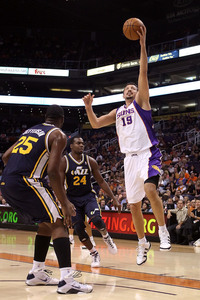 PHOENIX - OCTOBER 12:  Hedo Turkoglu #19 of the Phoenix Suns lays up a shot against the Utah Jazz during the preseason NBA game at US Airways Center on October 12, 2010 in Phoenix, Arizona. NOTE TO USER: User expressly acknowledges and agrees that, by downloading and or using this photograph, User is consenting to the terms and conditions of the Getty Images License Agreement.  (Photo by Christian Petersen/Getty Images)