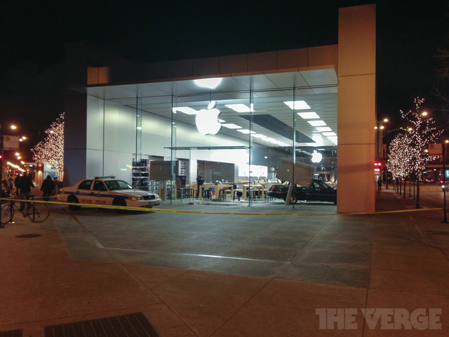 halsted car apple store (Twitter RGR3)