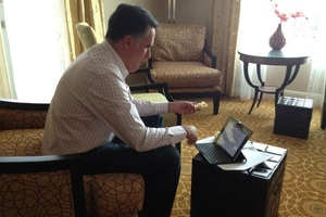 Mitt Romney writes RNC speech on an iPad