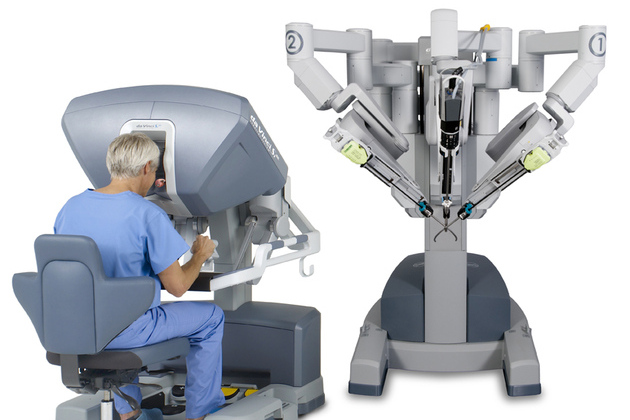 Single_site_pc_sc_surgeon_head_in_console_72dpi_large