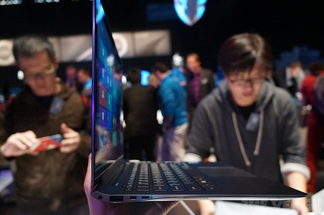 Gallery Photo: Samsung ATIV Book 9 Plus