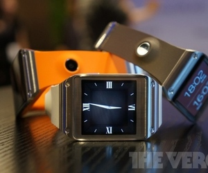 Samsung Galaxy Gear (verge stock)