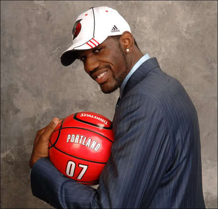 Greg-oden-draft-ballpose_medium