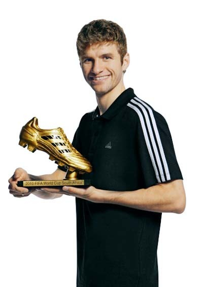 Thomas-and-his-golden-shoe-thomas-muller-17694741-400-566_medium