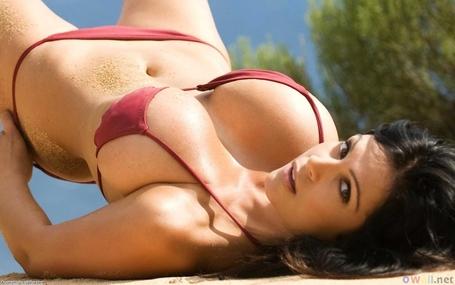 Sexy_brunette_6_1280x800_medium