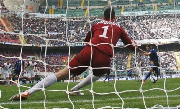 Ibra converts a penalty against Reggina