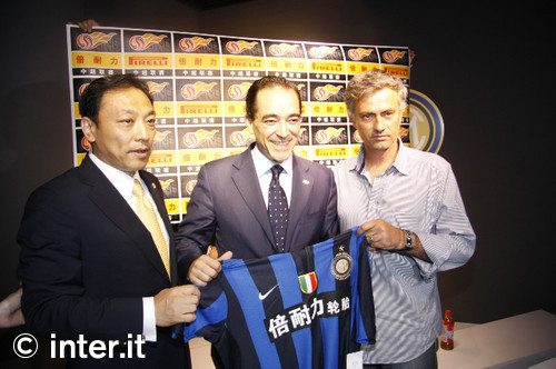Mou in Beijing ahead of the Italian Supercup