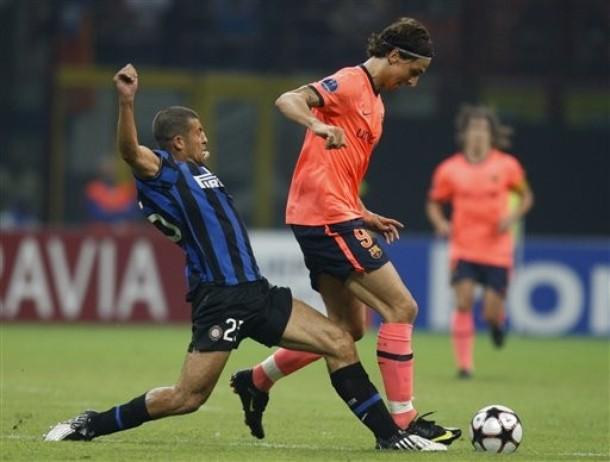 Samuel v Ibra during the Inter Barca CL game