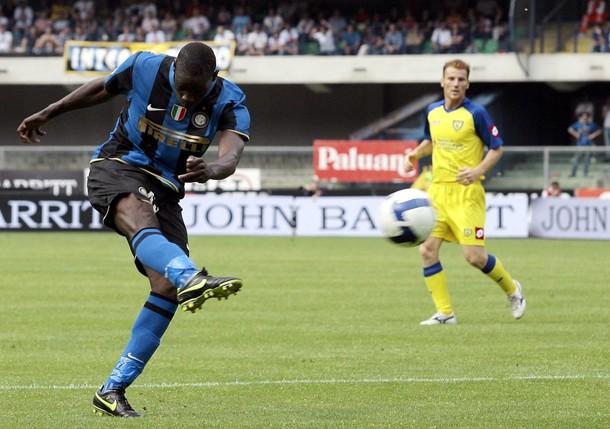 Balotelli scores against Chievo in Verona,  2009