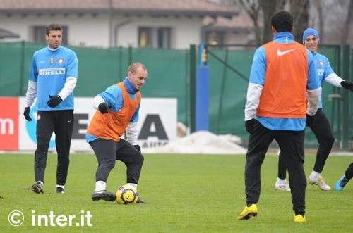 Sneijder Trains before the derby