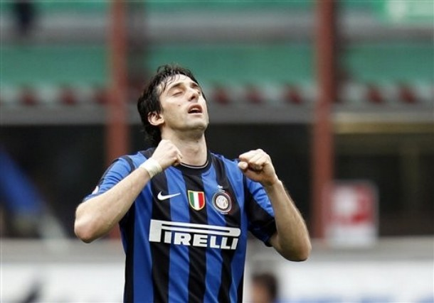 Milito celebrates his goal against Atalanta