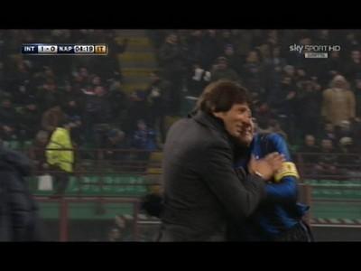 Zanetti hugs Leo after Thiago Motta's first goal