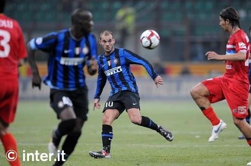 Sneijder against Catania