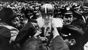 Cleveland_browns_quarterback_frank_ryan__1964_medium