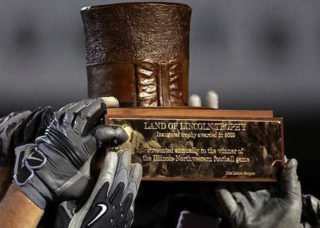 24-land-of-lincoln-trophy-stove-pip-top-hat-illinois-fighting-illini-vs