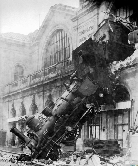 Train_wreck_at_montparnasse_1895_medium