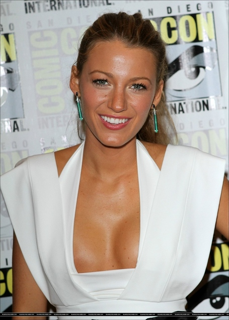 Blake-green-lantern-panel-comic-con-2010-blake-lively-14172015-1286-1800_medium