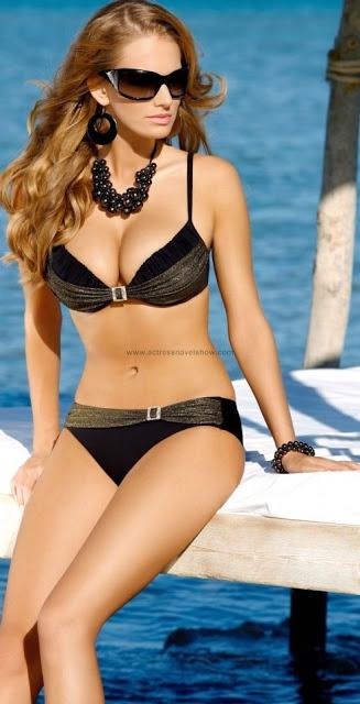 Ewelina_olczak_hot_bikini_2bstills_2b_252812_2529_medium