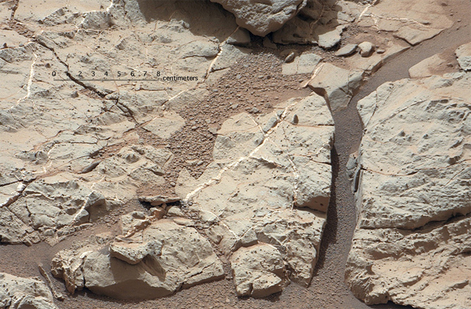 Curiosity-rocks-drill-target-670x440-130115_medium
