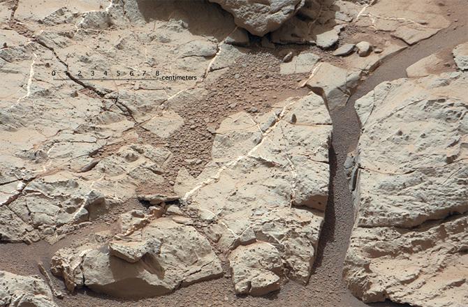 Curiosity-rocks-drill-target-670x440-130115_medium