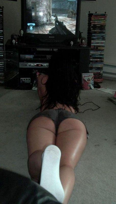 Gamer-girls-4-455x800_medium
