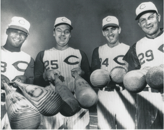 1961_reds_with_bats_photo_medium