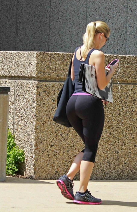 Big-booty-in-yoga-pants-3-500x777_medium
