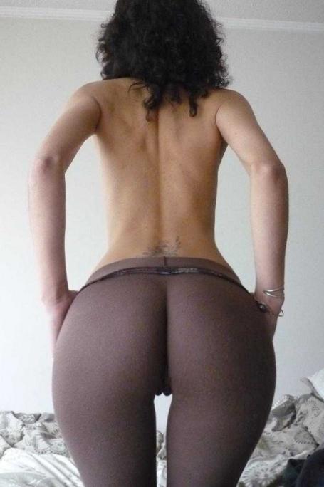 Big-booty-in-yoga-pants-8-500x752_medium