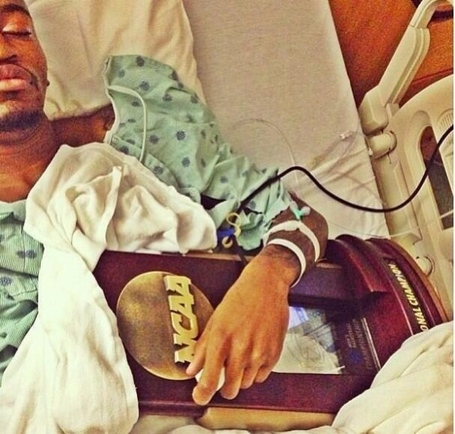 Kevin-ware-in-the-hospital-with-the-plaque-594x566_medium