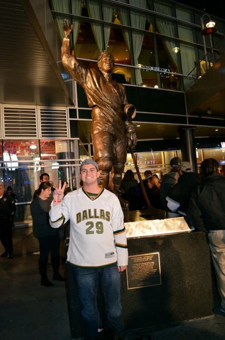 Me-with-gretzky-statue_zpsf71eb9ab_medium