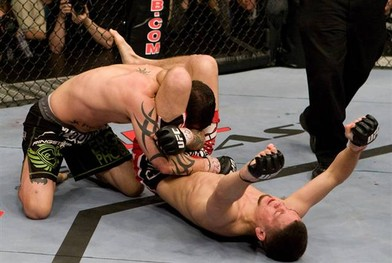 Nate-diaz-triangle-choke_medium