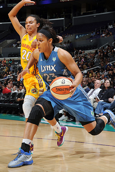 Wnba_g_moore_toliver_400_medium